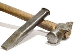 Молоток и забило для штробления стен