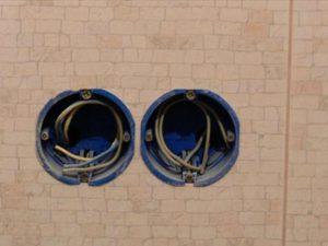 Положение провода в подрозетнике