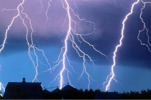 Молния и защита дома от ее пагубного воздействия